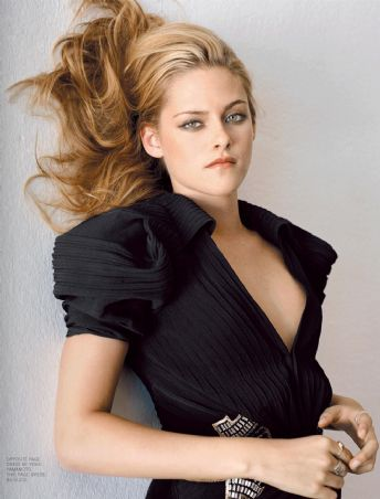 Don't be confused by Kristen looking hot, she will NOT impress you come Oscar night